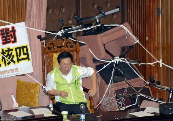 戰鬥力破表的台灣立法院!16