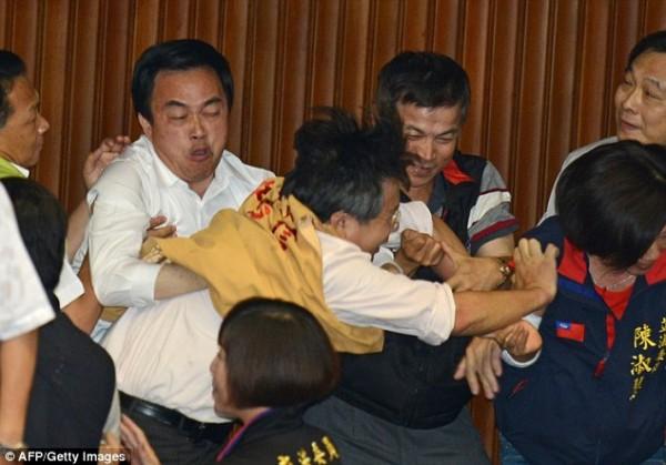 戰鬥力破表的台灣立法院!2