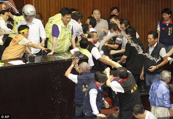 戰鬥力破表的台灣立法院!5