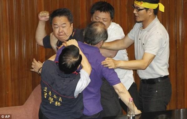 戰鬥力破表的台灣立法院!7