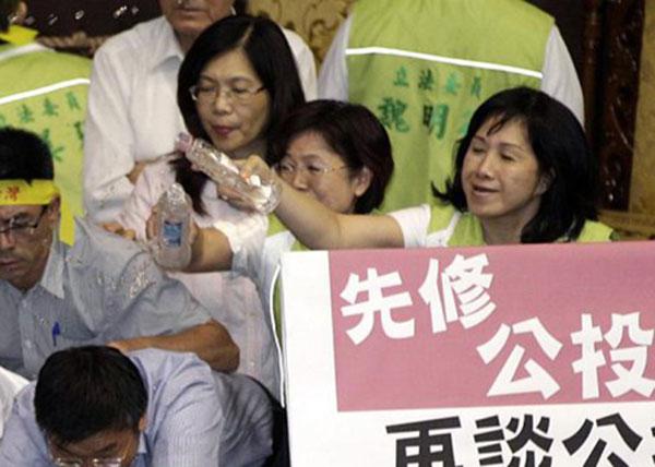 戰鬥力破表的台灣立法院!9
