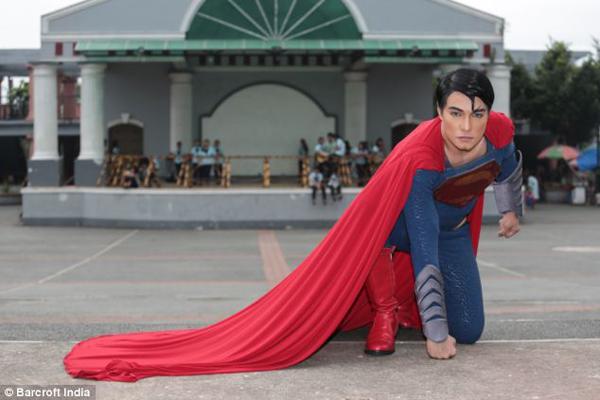 把自己整型成超人的菲律賓人3