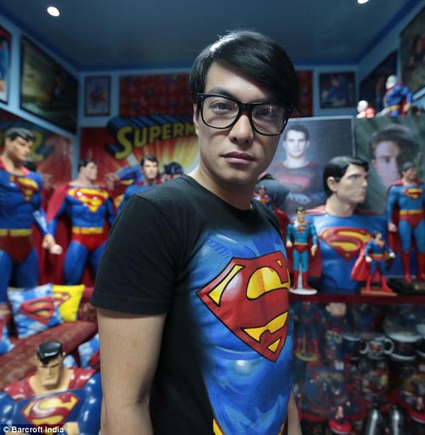 把自己整型成超人的菲律賓人6