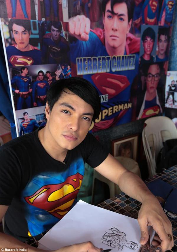 把自己整型成超人的菲律賓人7