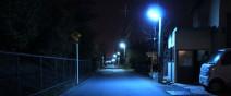 為什麼日本的夜晚是螢光藍?