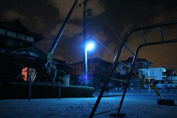 為什麼日本的夜晚是螢光藍?1