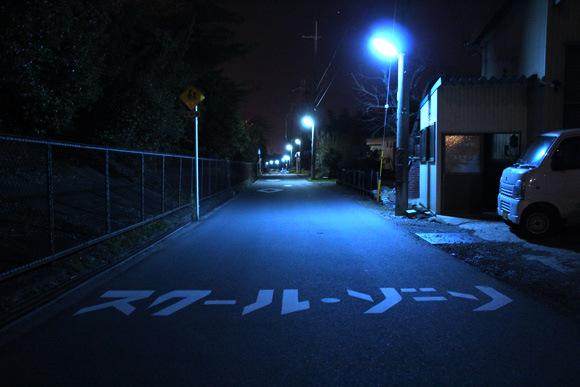 為什麼日本的夜晚是螢光藍?12