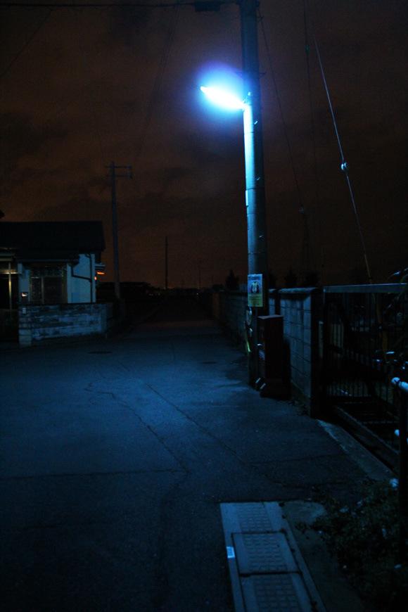 為什麼日本的夜晚是螢光藍?4