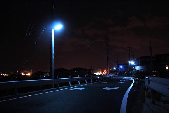 為什麼日本的夜晚是螢光藍?5