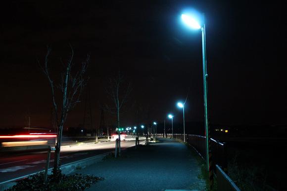 為什麼日本的夜晚是螢光藍?9