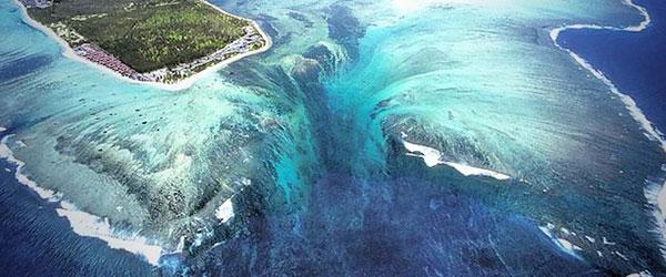 衛星拍到的超逼真巨型海底瀑布