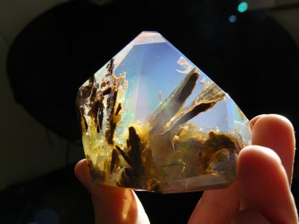 這種石頭看起來像裝了海洋在裡面!4
