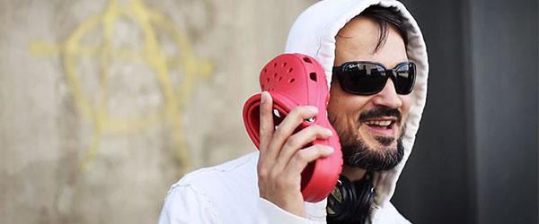 iPhone-5C被惡搞成i布希鞋,還拍了廣告