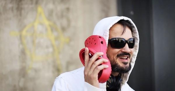 iPhone-5C被惡搞成i布希鞋,還拍了廣告3