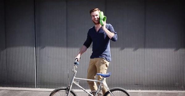 iPhone-5C被惡搞成i布希鞋,還拍了廣告8