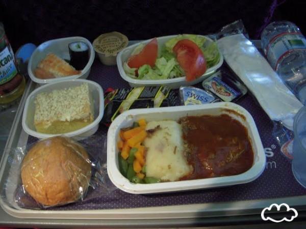 各國飛機餐點PK!12