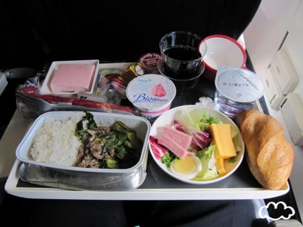 各國飛機餐點PK!4