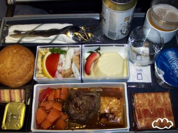 各國飛機餐點PK!7
