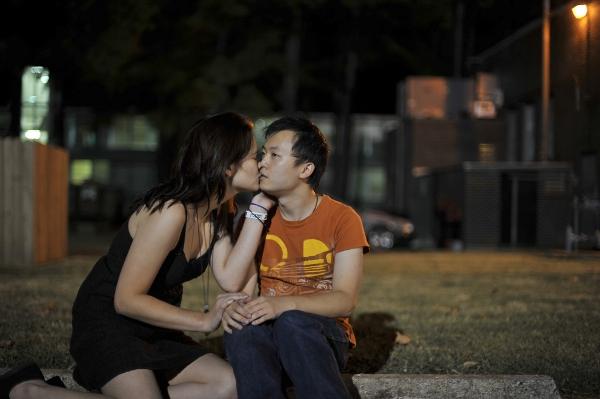 男子面無表情跟陌生人接吻(男女通吃)12