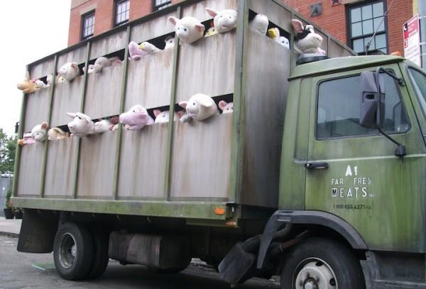 超級諷刺!令人不安的動物玩偶屠宰車3
