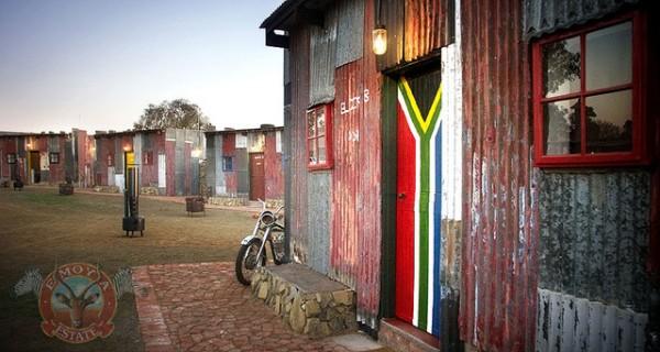 世界怎麼了?南非出現給有錢人看爽的貧民窟1