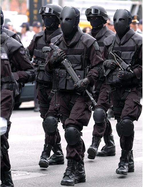 外國人看台灣的鐵面人部隊2