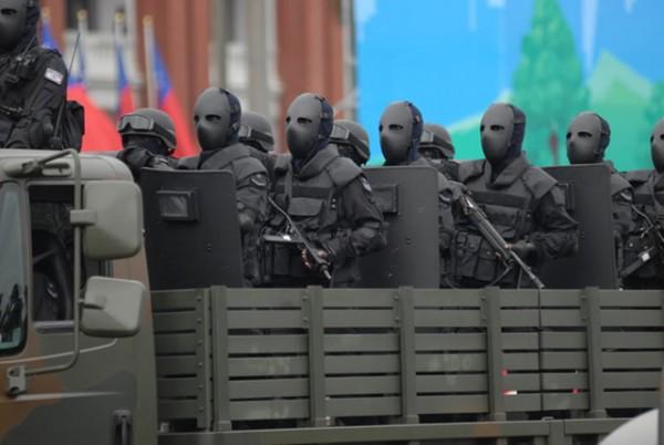 外國人看台灣的鐵面人部隊3