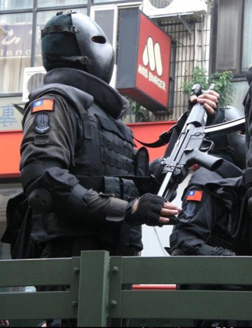 外國人看台灣的鐵面人部隊6