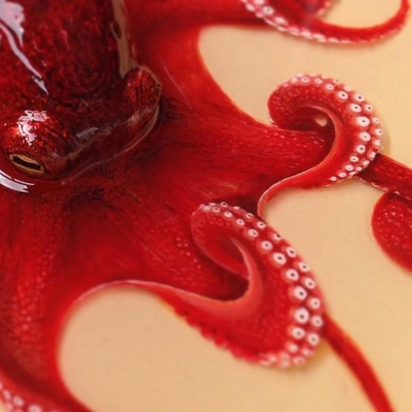 章魚活生生的被畫在盤子之中5