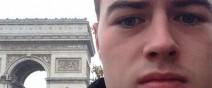 這人昨晚夜店喝掛,早上醒來在巴黎