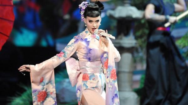 Katy Perry模仿藝妓被罵種族歧視,身為亞洲人的你覺得呢?1