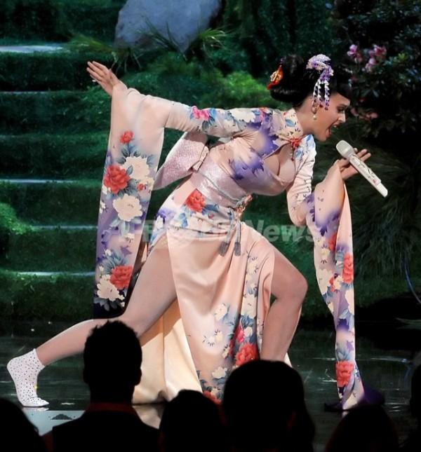 Katy Perry模仿藝妓被罵種族歧視,身為亞洲人的你覺得呢?2