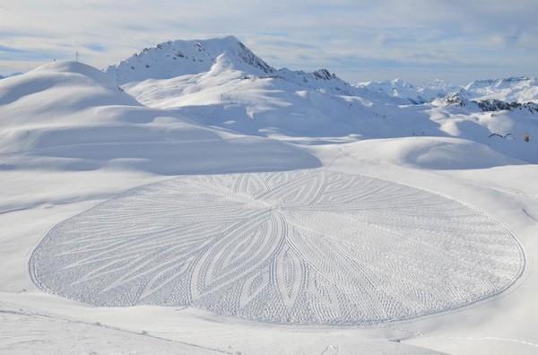 他走過的路會留下美麗的雪花痕跡!17