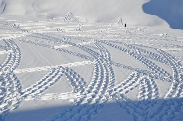 他走過的路會留下美麗的雪花痕跡!3