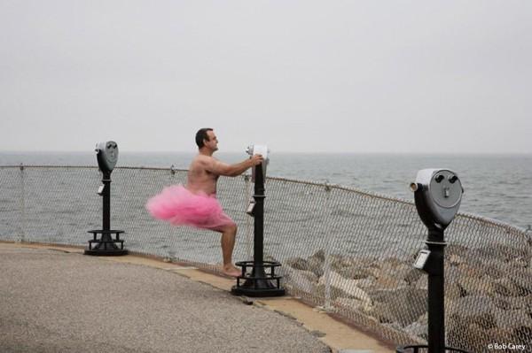 只為看到癌症老婆的笑容,他穿上粉紅色澎澎裙環遊世界8