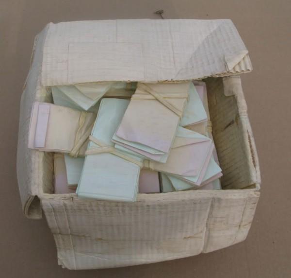 一整箱的紙鈔11