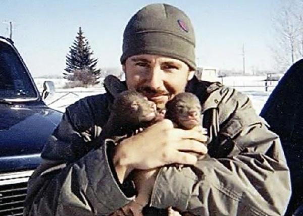 人類收養兩隻野熊1