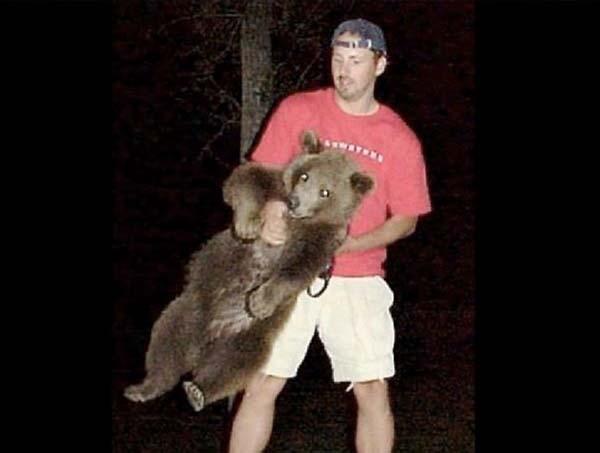 人類收養兩隻野熊3