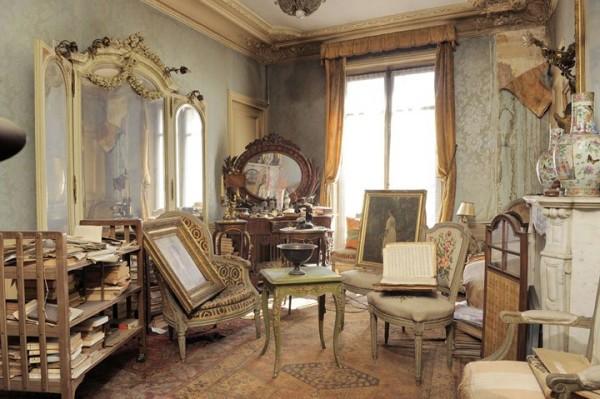 富家女1942年逃離這棟房子,如今發現房內很有事1