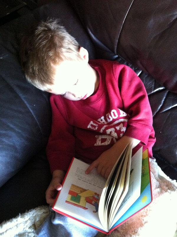 睡神降世!兒子在各種意想不到的地方睡著11