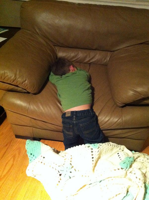 睡神降世!兒子在各種意想不到的地方睡著4