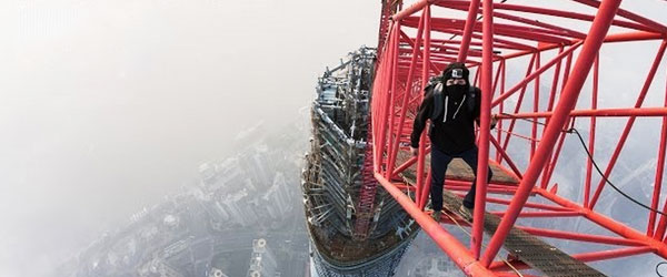 徒手爬上海中心大廈0
