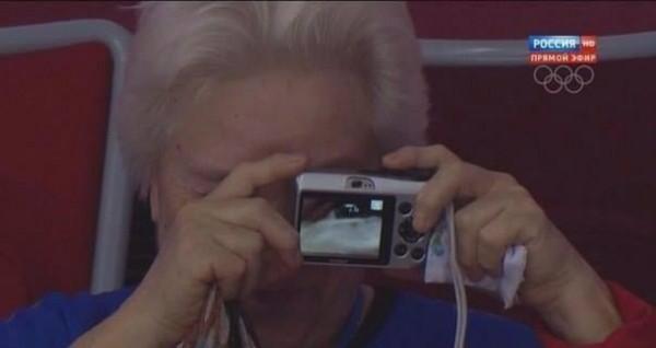 阿嬤相機拿反