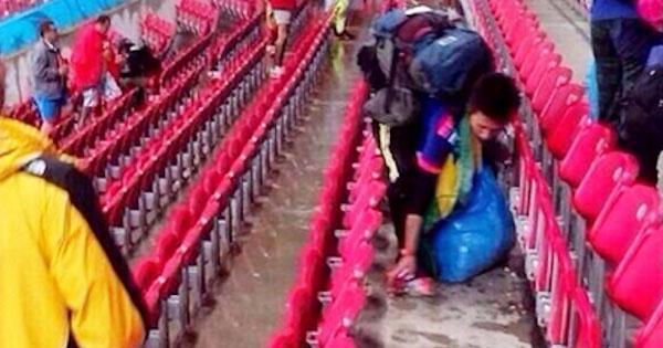 日本輸球後,球迷做出只有日本球迷會做的事