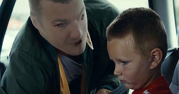 芬蘭充滿震撼力的廣告,讓你看見小孩眼中喝醉的爸媽