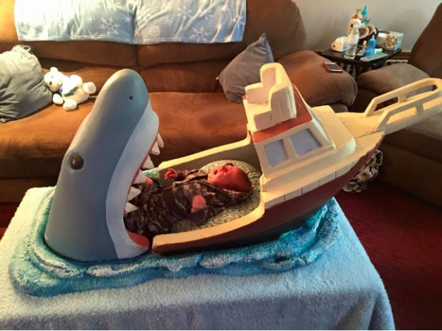 大白鯊嬰兒床1
