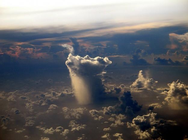 下雨的雲1