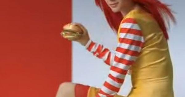 日本泰勒絲?日本無俚頭的麥當勞廣告中,出現相似度100%的泰勒絲
